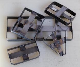 <p>Stanzeisen werden gefertigt, um eine Serienproduktion zu vereinfachen</p>