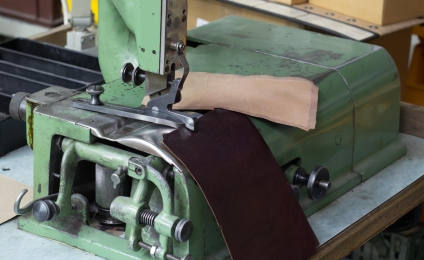 <p>Some parts need to be splitted at edges , for better folding in</p>