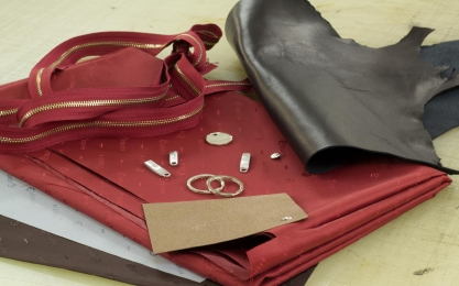 <p>Additional items as lining, inlay material and metal parts ( zippers, buttons) need to be choosen</p>