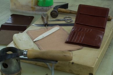 <p>Each wallet is handcraft</p>