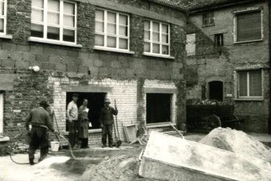 <h5>1952</h5><p>Die Fabrik in der Ludwigstrasse entsteht.</p>