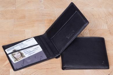 <h5>2296 38</h5><p>Scheintasche in schwarz mit 7 Kreditkartenfächern, Sichtfach, 3 Steckfächern, doppeltem Scheinfach und Münzfach. Maße: 12 x 9,5 cm</p>