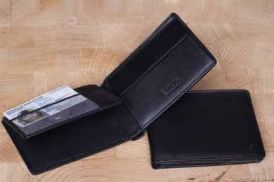 <h5>2281 38</h5><p>Wallet in black with 9 creditcard slots, 2 net compartments, 4 slip pockets, double billfold and coin compartment. Size: 12 x 9,5 cm	</p>