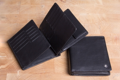 <h5>0479 49</h5><p>Wallet in black with Cardsafe system and RFID-protect with 25 credit card slots,  7 clamp compartments, double billfold and coin compartment. Size: 11 x 12 cm	</p>