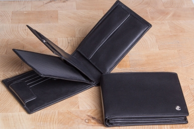 <h5>2243 49</h5><p>Wallet in black with Cardsafe system and RFID-protect with 16 credit card slots, 4 clamp compartments, double billfold and coin compartment. Size: 12,5 x 10 cm</p>