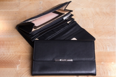 <h5>1247 50</h5><p>Womens wallet in black and red with Cardsafe system and RFID-protect with 14 credit card slots, clamp comp., identity card comp., 3 gusset comp. and coin comp. with zipper. Size: 18 x 12 cm</p>