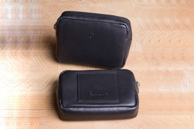 <h5>1900 10</h5><p>Beltpouch in black with zip compartment and belt loop. Size: 11,5 x 7,5 cm																																		</p>