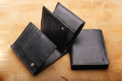 <h5>0479 27</h5><p>Wallet in black with Cardsafe system and RFID-protect,  25 credit card slots,  net comp., 6 id slots, double billfold with secret comp. and coin comp. Size: 11 x 12 cm</p>