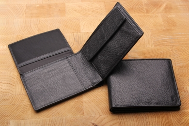<h5>2282 27</h5><p>Wallet in black with Cardsafe system and RFID-protect,  12 credit card slots,  net comp., 4 id slots, double billfold with secret comp. and coin comp. Size: 12 x 9 cm</p>