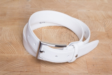 "<h5>2002 30</h5><p>Belt ""Carmen"" in black, brown, white and atlantic. Width 3 cm and length available till 110 cm. Description: Moulded, single stitched and shortable</p>"