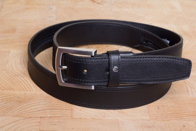 <h5>2134 35</h5><p>Safebelt in black and brown. Width 3,5 cm and length available till 110 cm. Description: Double stitched, with zip pocket inside and shortable		</p>