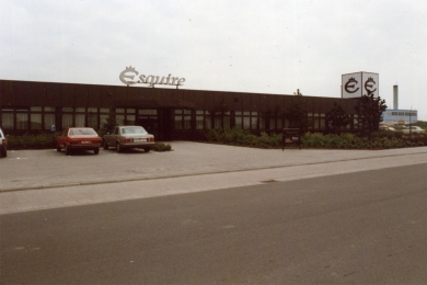<h5>1987</h5><p>Das neue Firmengebäude im Industriegebiet.</p>