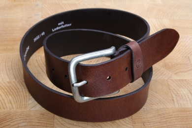 """<h5>2022 40</h5><p>Belt """"Jeans"""" in black, brown and tan. Width 4 cm and length available till 115 cm. Description: Full leather thickness, unstitched and shortable.</p>"""