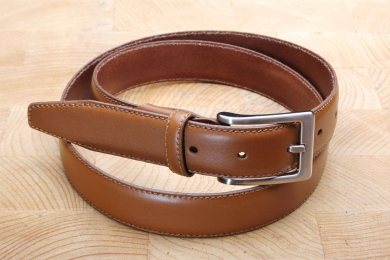 "<h5>2017 30</h5><p>Made in Germany belt "" Ascona"" in black and cognac. Width 3 cm and length available till 115 cm. Description: Moulded, single stitched and shortable</p>"