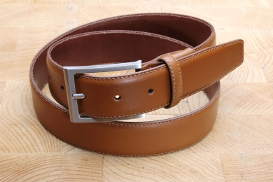"<h5>2016 35</h5><p>Made in Germany belt "" Ascona"" in black and cognac. Width 3,5 cm and length available till 115 cm. Description: Moulded,single stitched and shortable</p>"