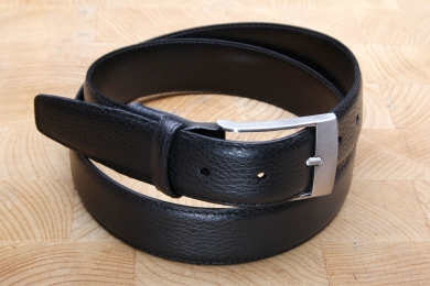 "<h5>2032 35</h5><p>Made in Germany belt "" Deeroptic"" in black. Width 3,5 cm and length available till 115 cm. Description: Moulded, single stitched and shortable	</p>"