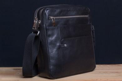 <h5>8824 79</h5><p>Shoulder bag in black, brown, orange and blue. 24 x 27 x 8,5 cm. Description: 2 Front pockets and zip comp., pocket on back, 2 zip main comp. with tablet comp., 2 pockets, adjustable shoulder strap</p>